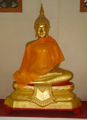 Одна из статуй