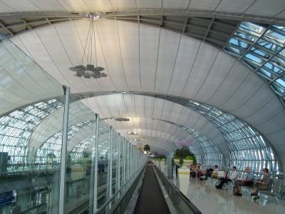 Гигантский свод аэропорта