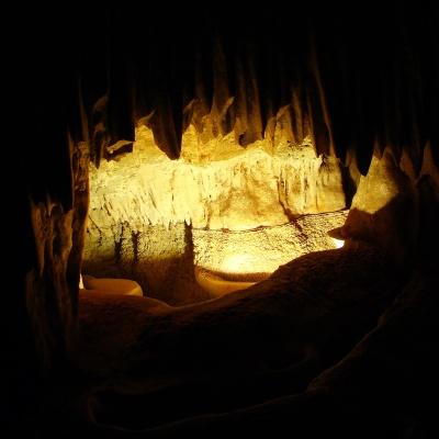 Каменный рот в пещере